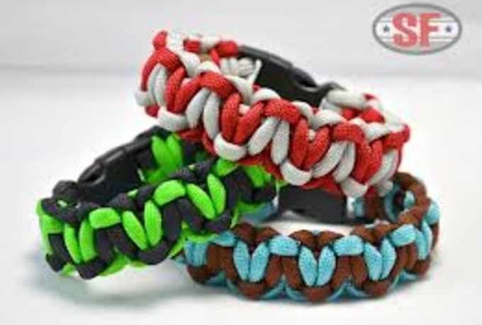 make a custom survival bracelet