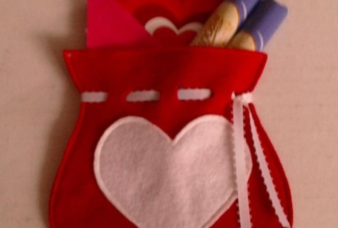 make this custom gift bag out of felt fabric