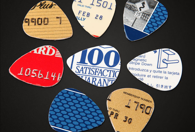 send 20 guitar picks created from gift cards/ credit cards