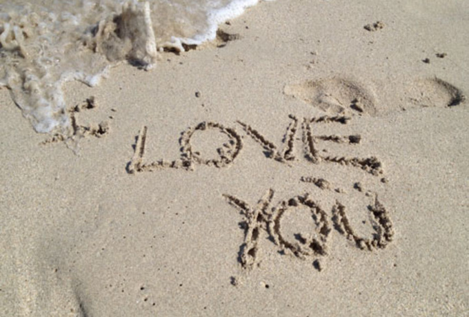 Write a message in the sand free